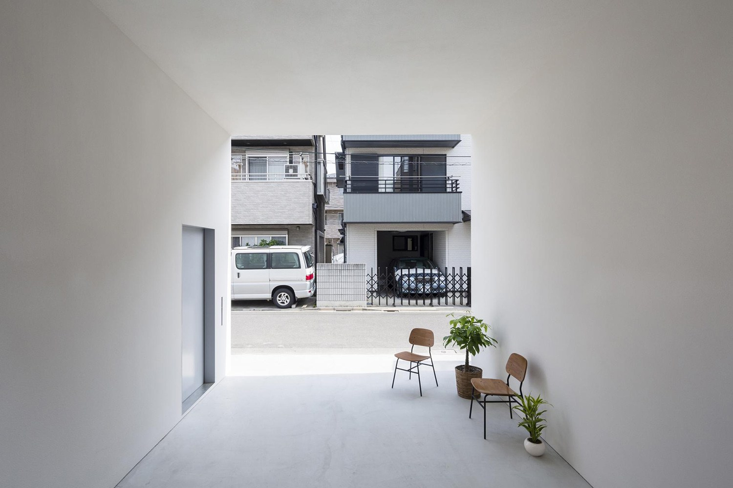 little-house-with-a-big-terrace-by-takuro-yamamoto-3