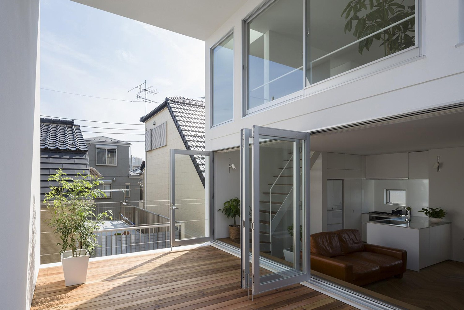 little-house-with-a-big-terrace-by-takuro-yamamoto-4