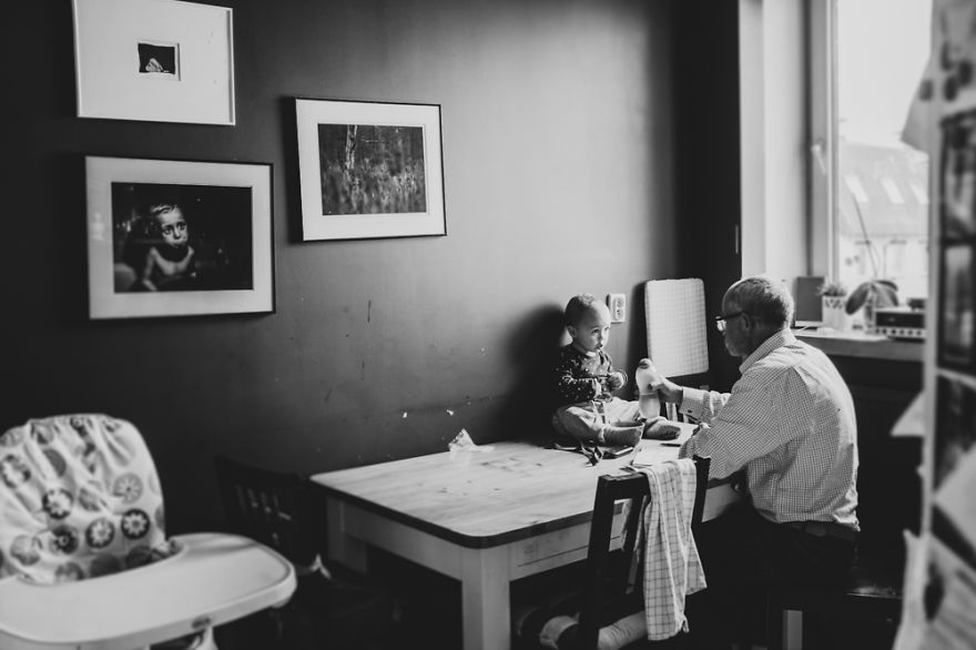 perfect-grandad-i-documented-my-dad-spending-time-with-my-little-monsters-6__880