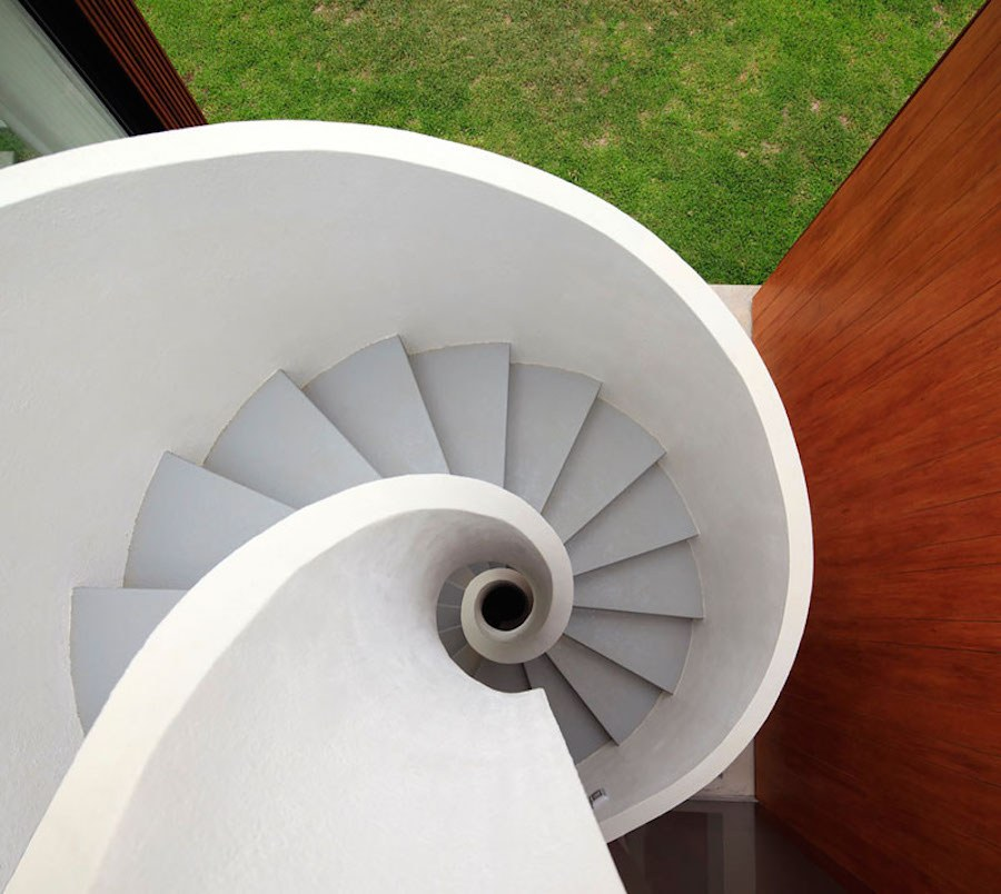 Architect-House-with-Spiral-Stairs-in-Peru11