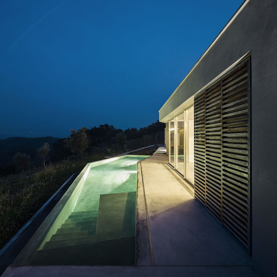 Architectural-Zig-Zag-Holiday-House-in-Portugal10