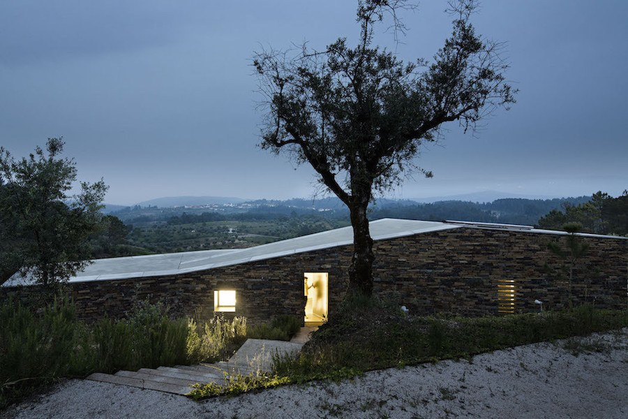 Architectural-Zig-Zag-Holiday-House-in-Portugal12