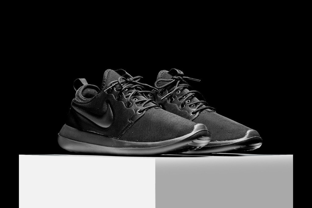 nike-roshe-two-ultra-black-2