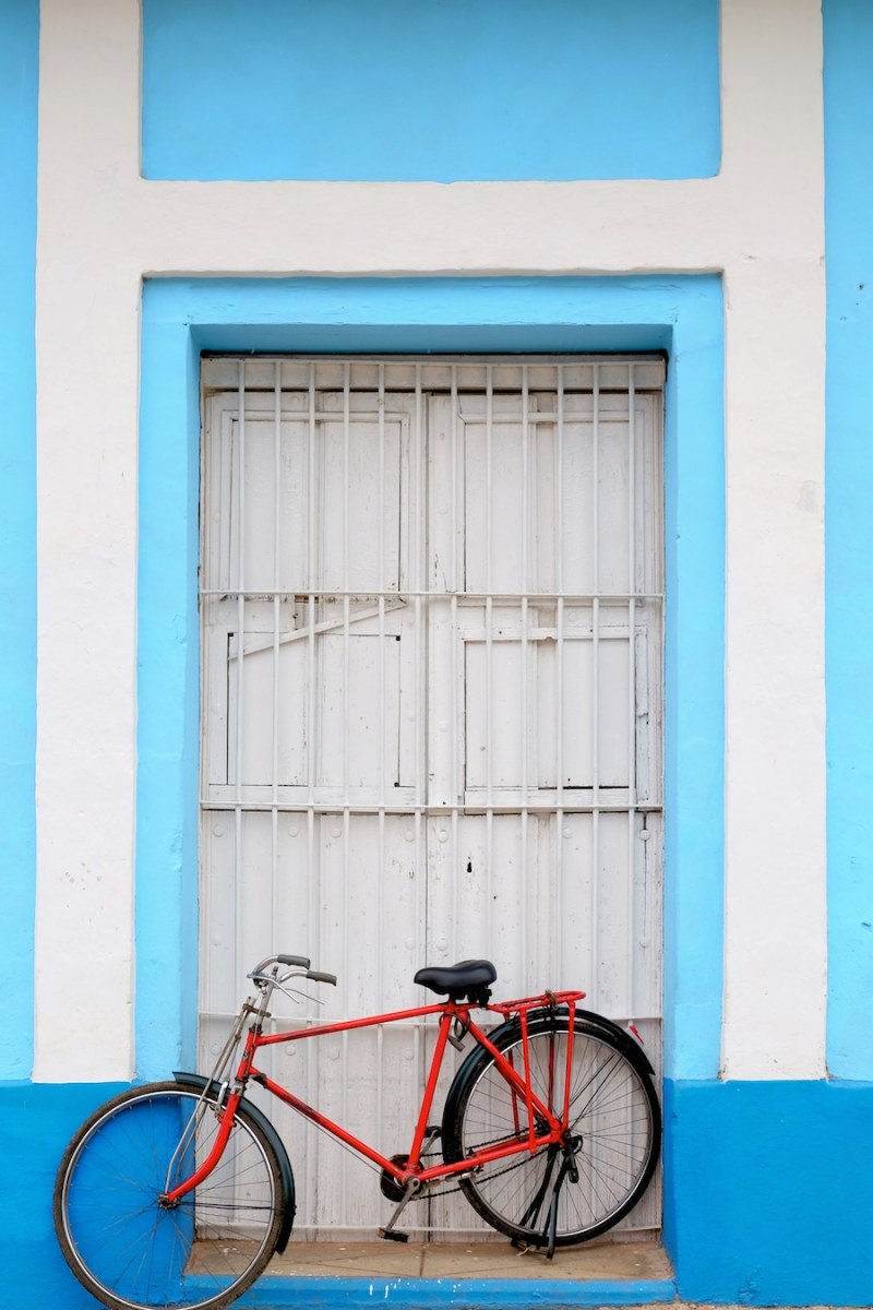beautiful-colors-and-geometry-of-the-cuban-architecture-14