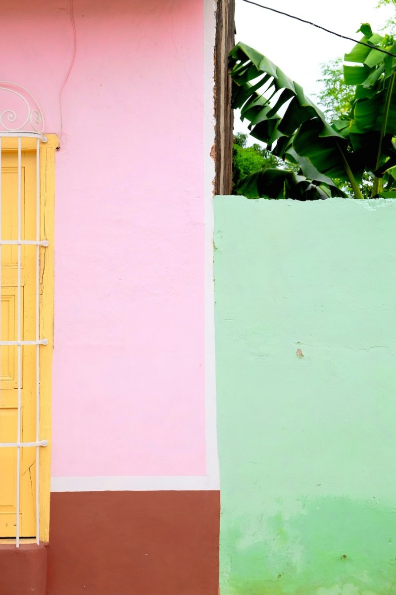 beautiful-colors-and-geometry-of-the-cuban-architecture-15