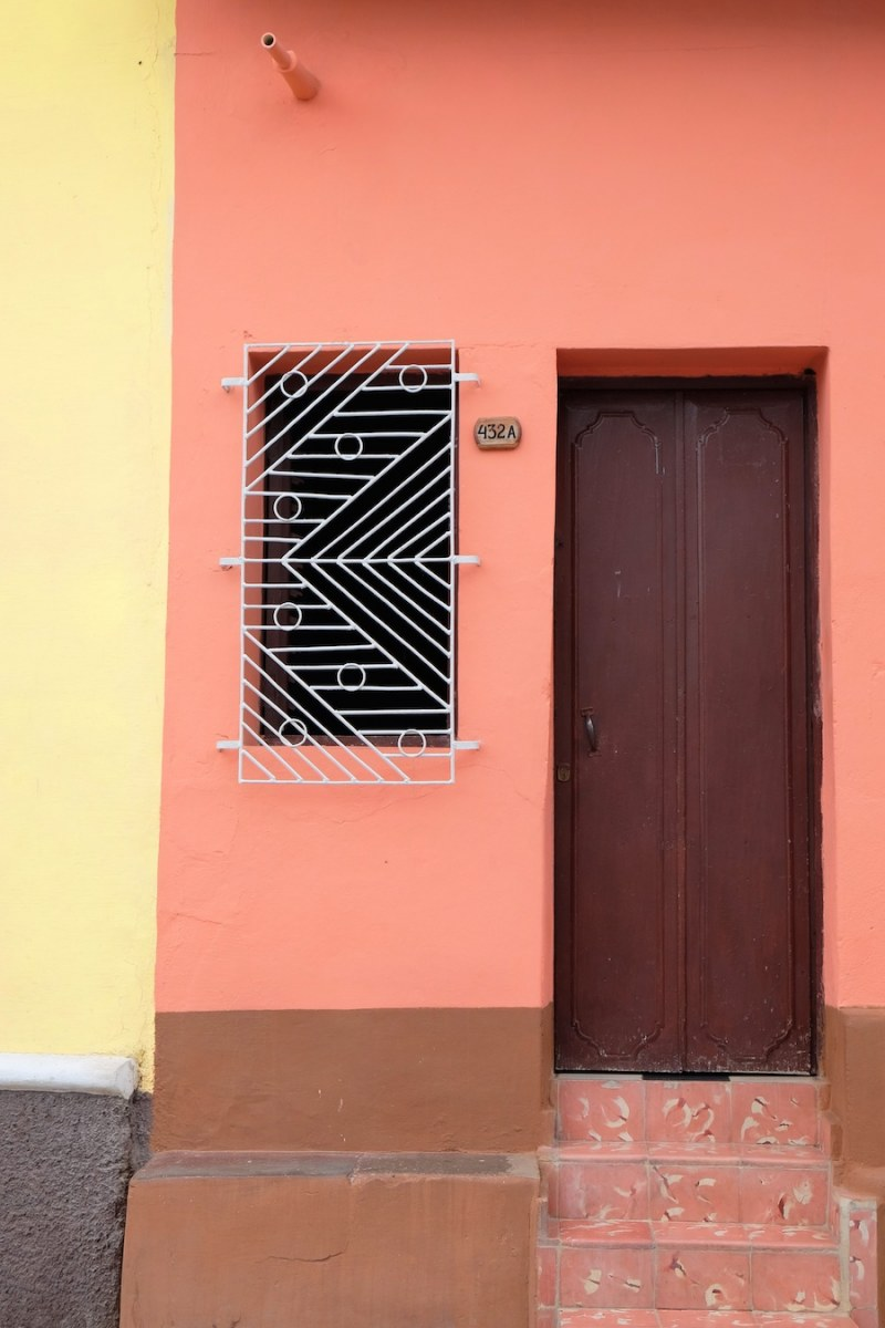 beautiful-colors-and-geometry-of-the-cuban-architecture-19