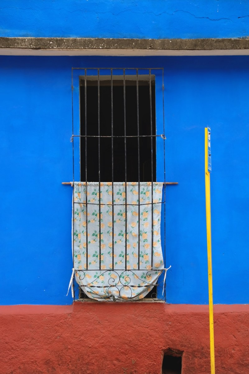 beautiful-colors-and-geometry-of-the-cuban-architecture-20