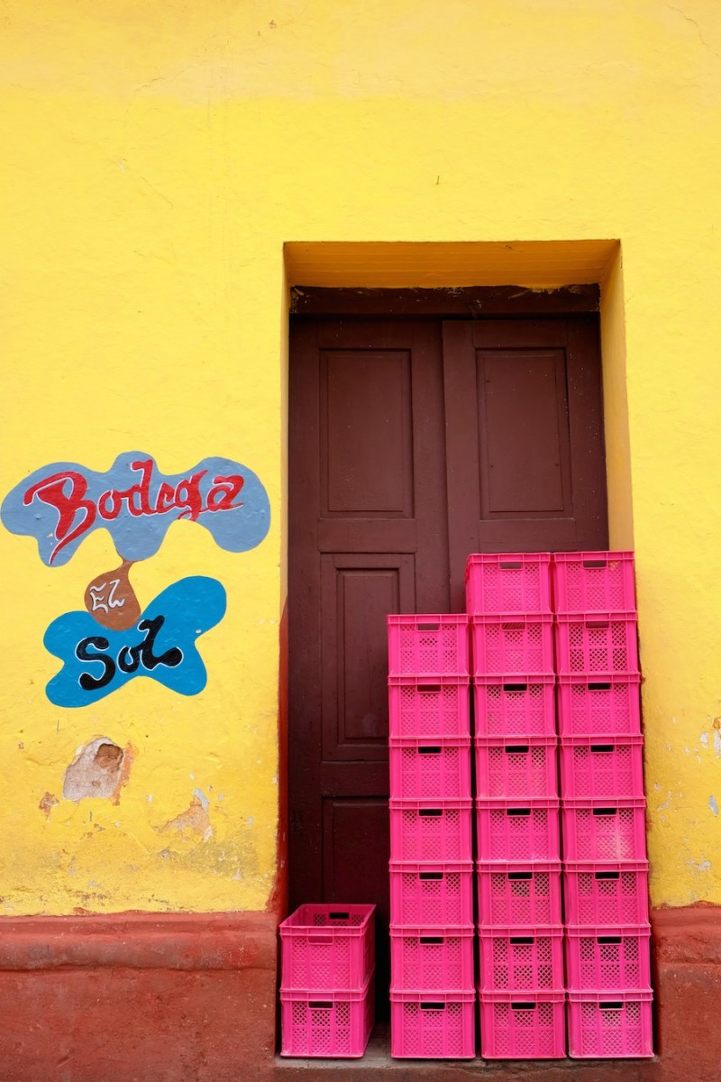 beautiful-colors-and-geometry-of-the-cuban-architecture-21
