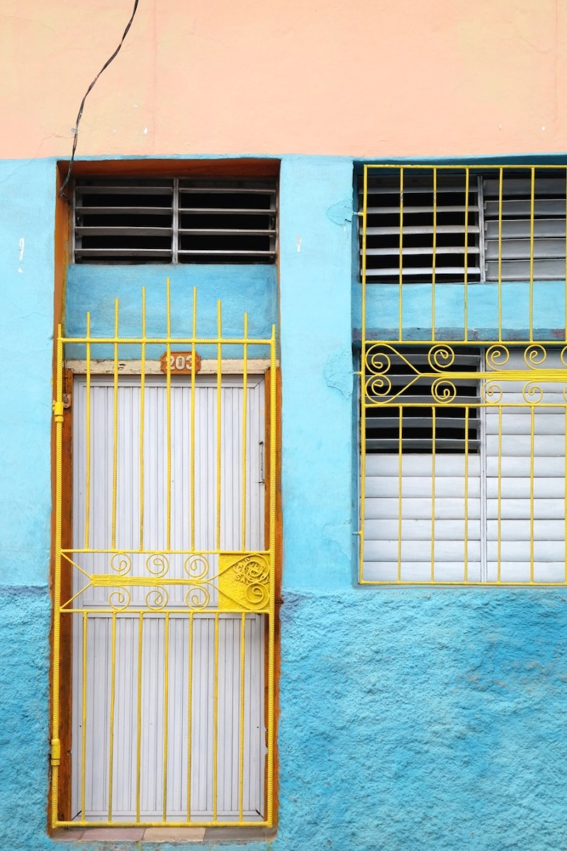 beautiful-colors-and-geometry-of-the-cuban-architecture-24