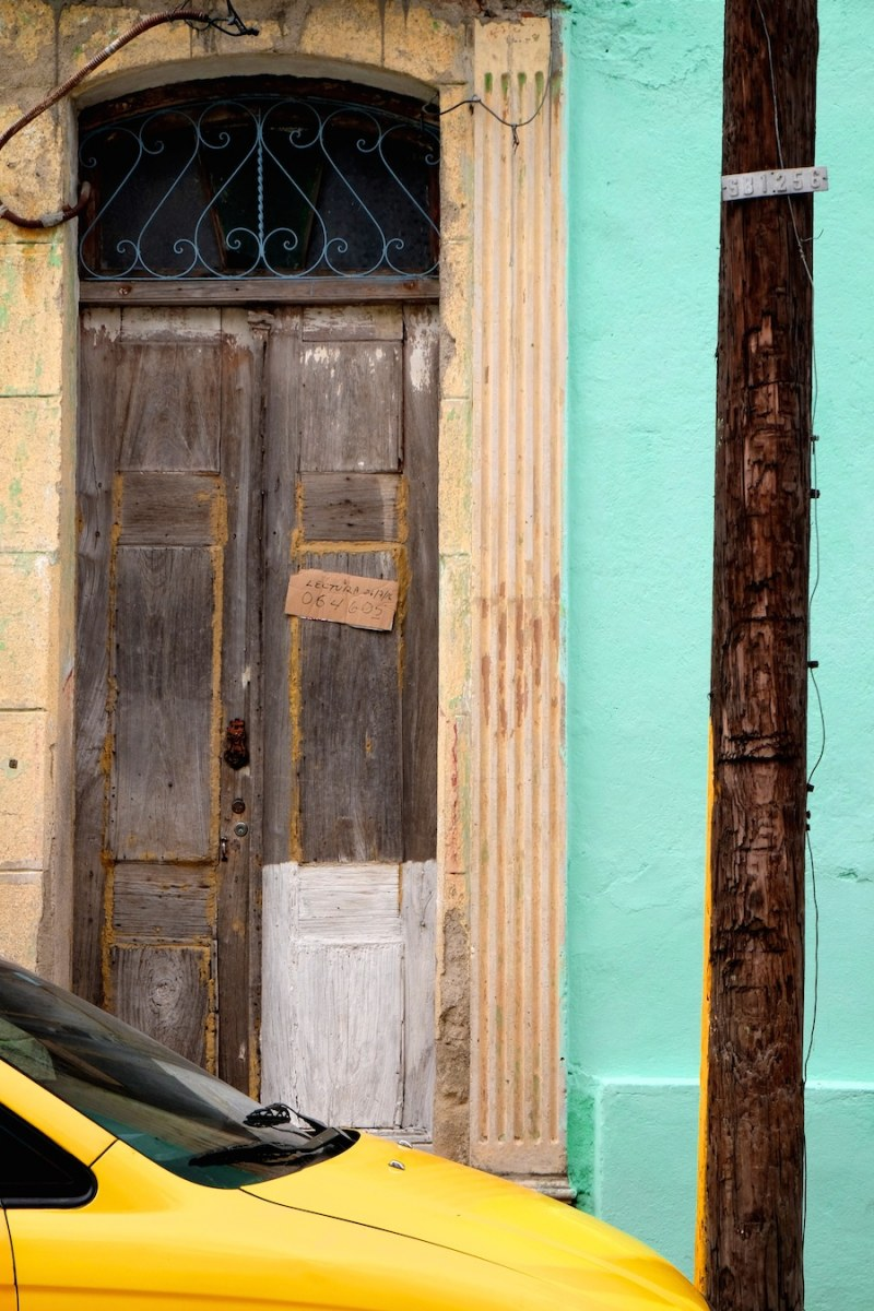 beautiful-colors-and-geometry-of-the-cuban-architecture-27