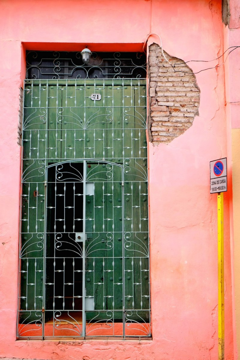 beautiful-colors-and-geometry-of-the-cuban-architecture-30