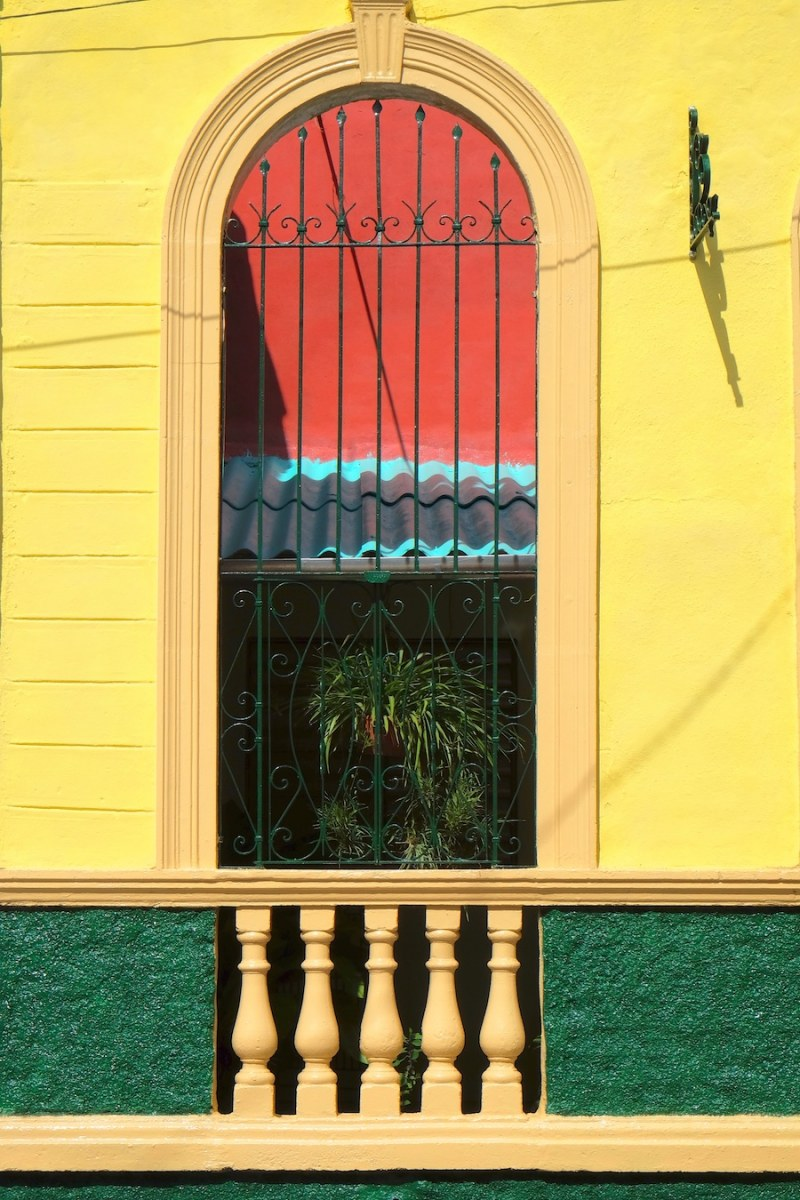 beautiful-colors-and-geometry-of-the-cuban-architecture-31