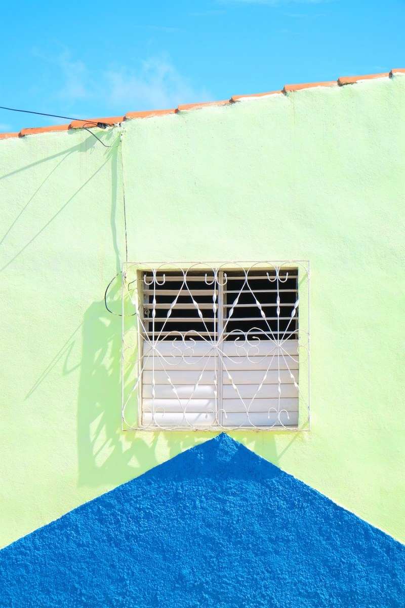 beautiful-colors-and-geometry-of-the-cuban-architecture-33