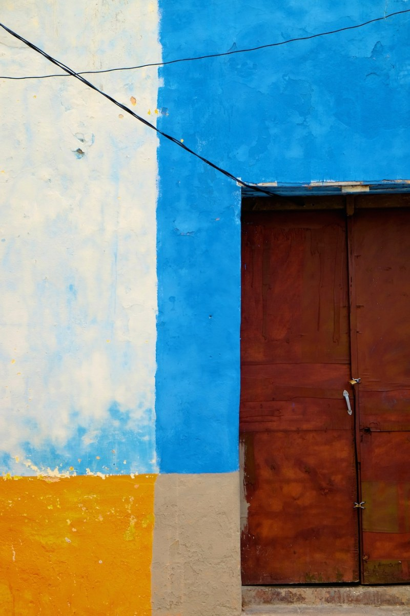 beautiful-colors-and-geometry-of-the-cuban-architecture-8