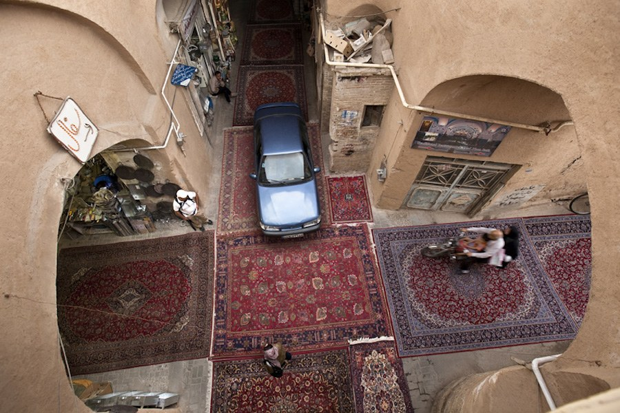 unexpected-photographs-with-persian-carpets-12