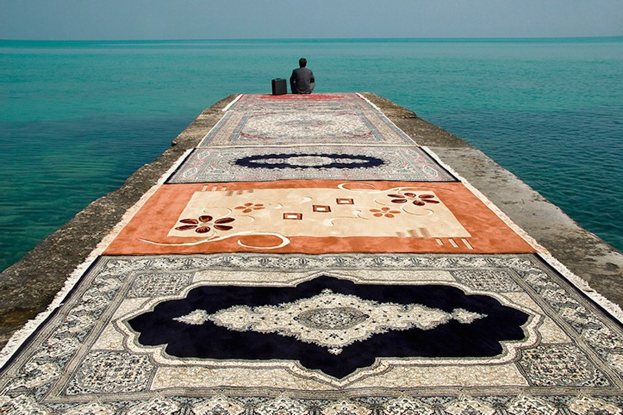 unexpected-photographs-with-persian-carpets-6