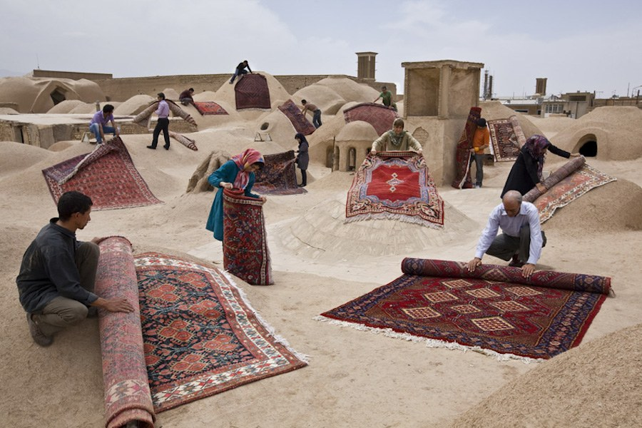 unexpected-photographs-with-persian-carpets-8