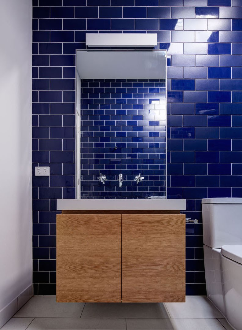 blue-tile-bathroom-231116-1041-08-1