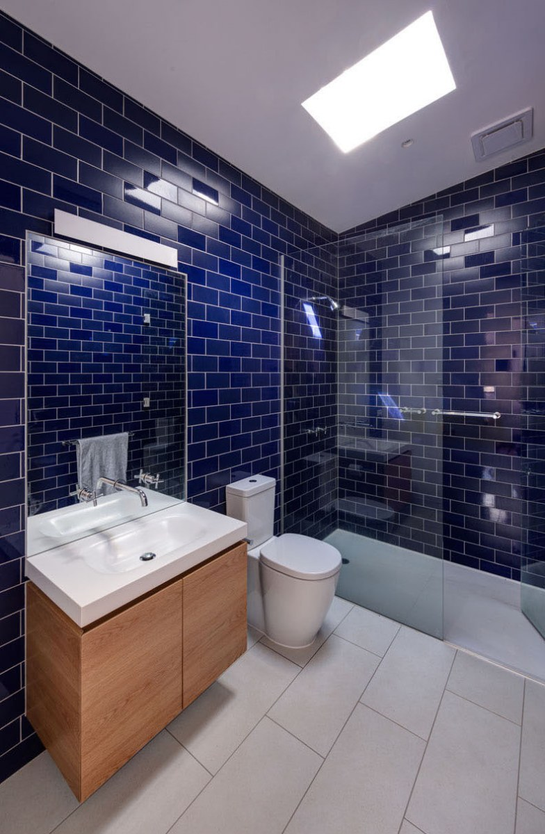 blue-tile-bathroom-231116-1041-08
