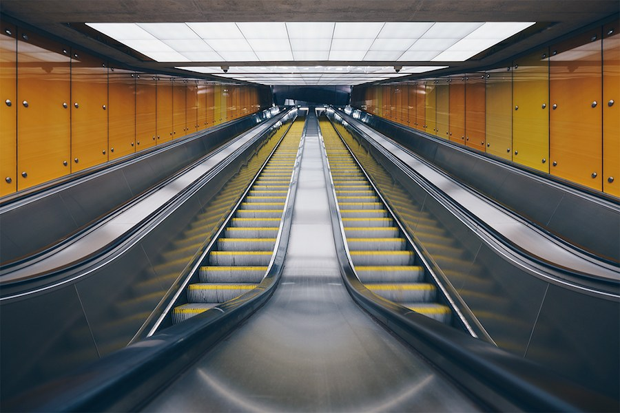 focus-on-the-beauty-of-symmetry-in-the-underground-of-budapest-11