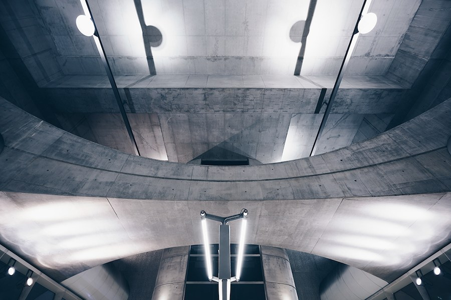focus-on-the-beauty-of-symmetry-in-the-underground-of-budapest-3