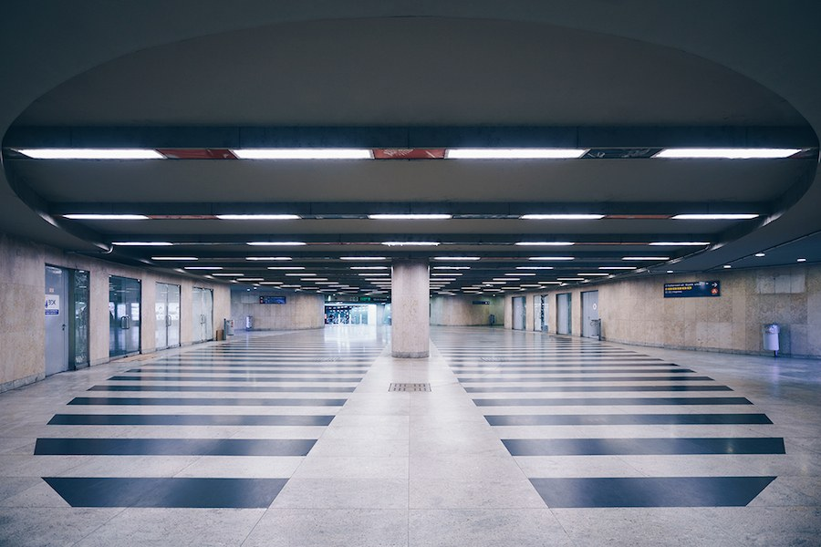 focus-on-the-beauty-of-symmetry-in-the-underground-of-budapest-4