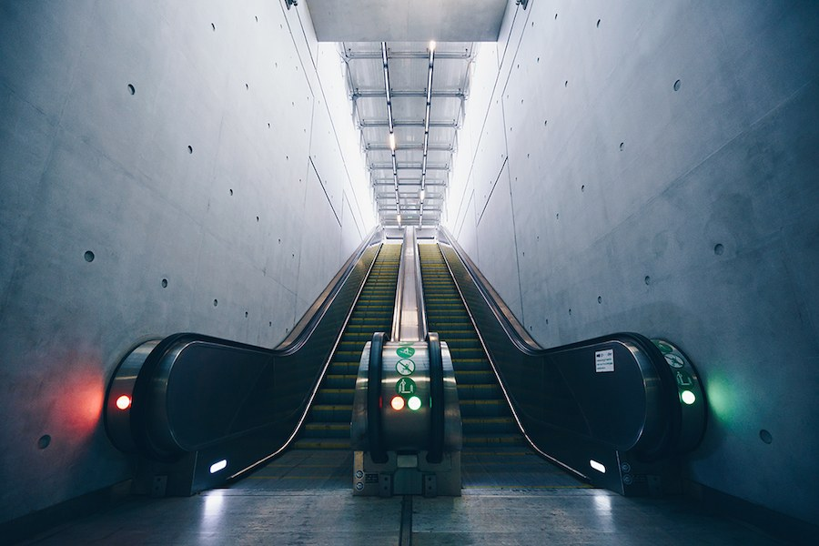 focus-on-the-beauty-of-symmetry-in-the-underground-of-budapest-8