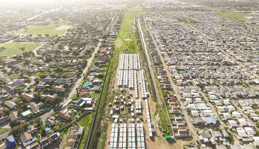 Striking-Aerial-Pictures-of-Limits-Between-Rich-and-Poor3