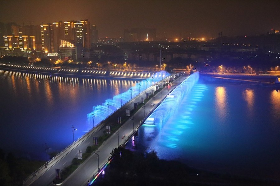 illuminated-musical-fountains-in-china-0