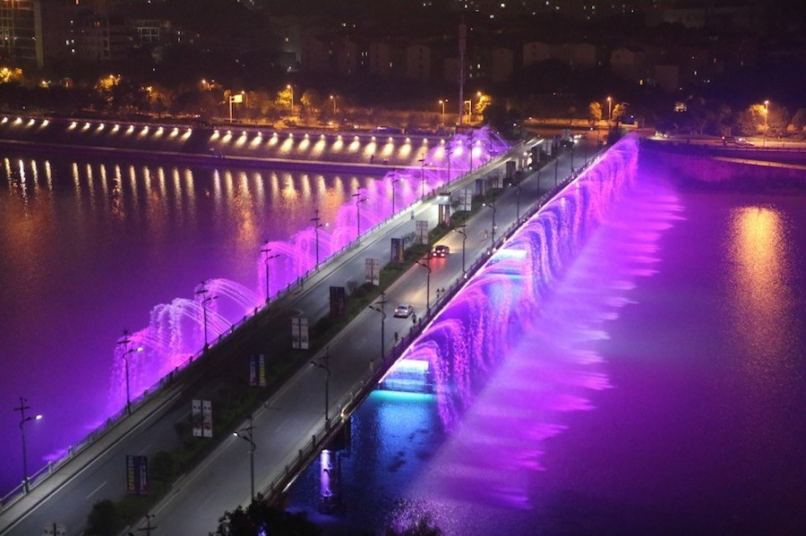 illuminated-musical-fountains-in-china-4
