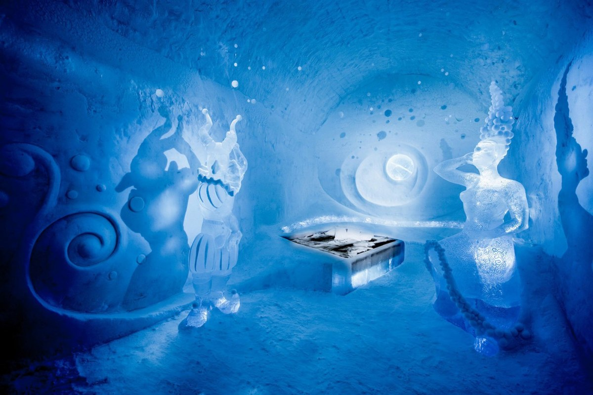 worlds-first-permanent-ice-hotel-9