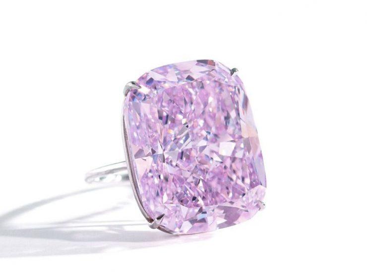 Σε δημοπρασία το μεγαλύτερο ροζ διαμάντι του πλανήτη 49a9e9897d1