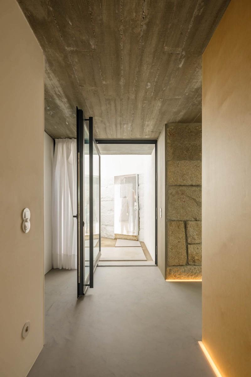 20200928 PAULO MERLINI ARCHITECTS CASA RIO PAREDES 005