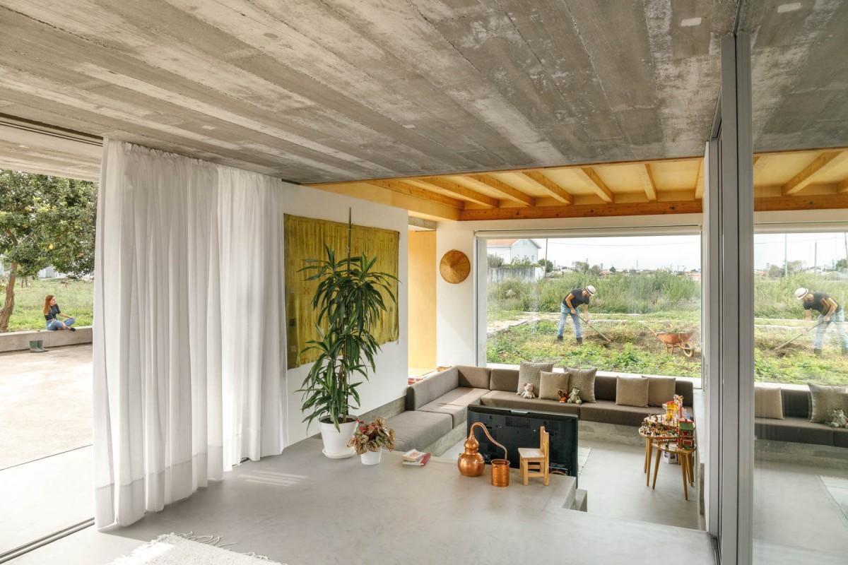 20200928 PAULO MERLINI ARCHITECTS CASA RIO PAREDES 016