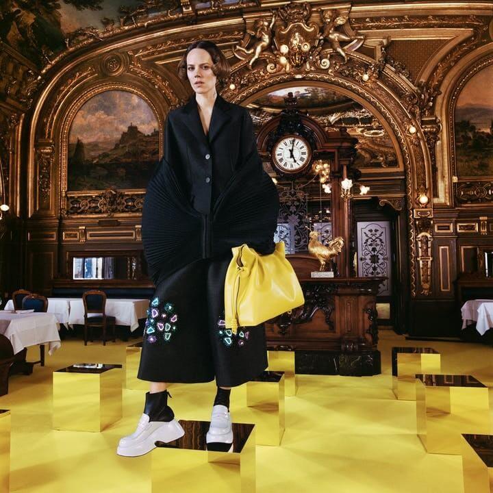 1614962219165559 loewe collezione donna autunno inverno 2021 showint the news lofficielitalia5