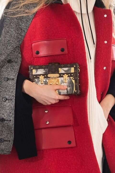 1615390652817633 louis vuitton fornasetti collezione donna autunno inverno 2021 immagini sfilata look dettagli lofficielitalia14