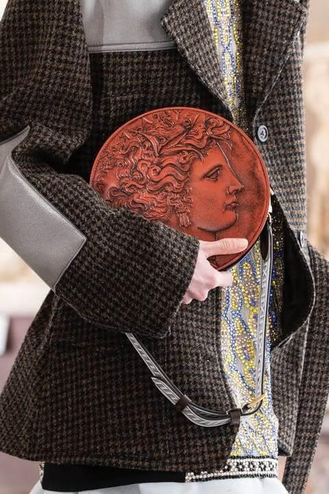 1615390652987130 louis vuitton fornasetti collezione donna autunno inverno 2021 immagini sfilata look dettagli lofficielitalia20