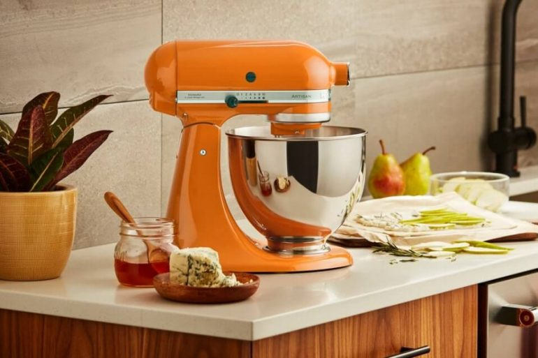 KitchenAid Stand2520Mixer Honey Lifestyle 3