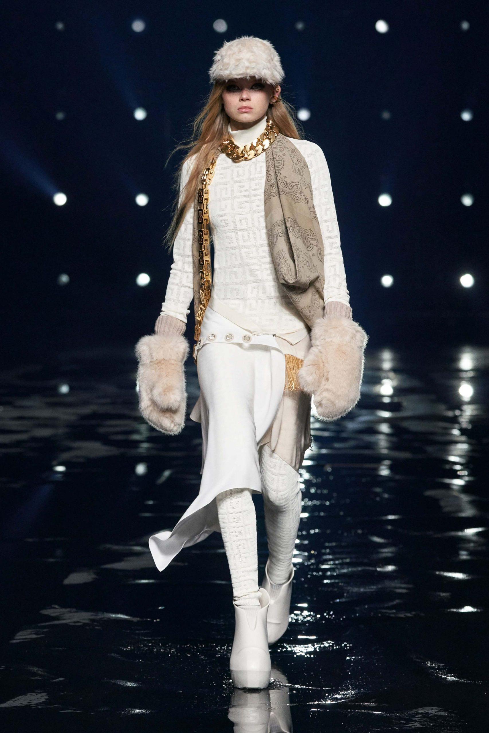00039 Givenchy RTW Fall 21