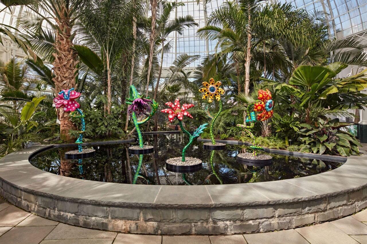 https hypebeast.com image 2021 04 Yayoi Kusamas Whimsical Cosmic Nature Exhibition Opens at the New York Botanical Garden 2