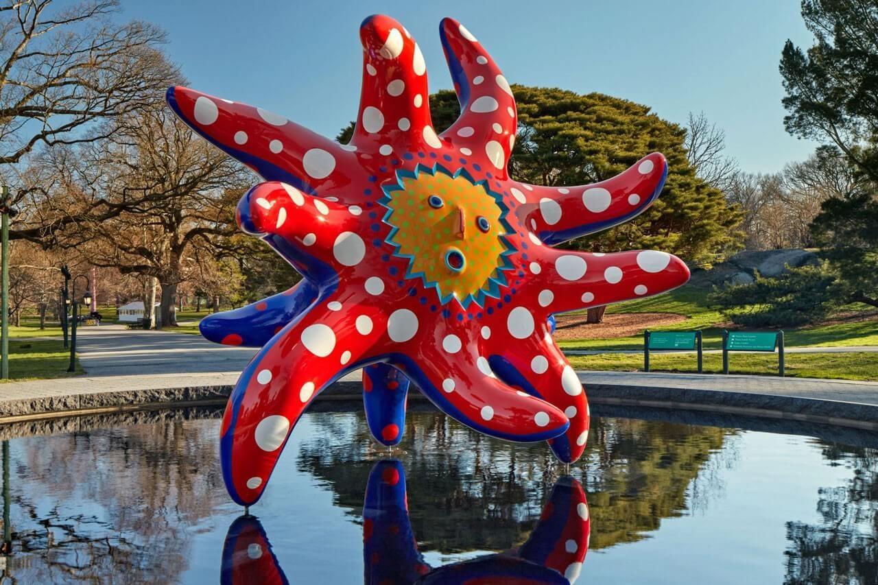 https hypebeast.com image 2021 04 Yayoi Kusamas Whimsical Cosmic Nature Exhibition Opens at the New York Botanical Garden 5