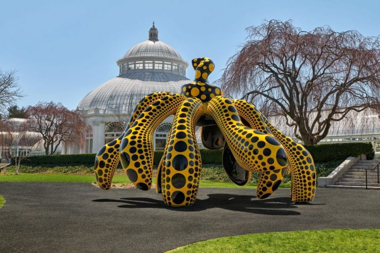 https hypebeast.com image 2021 04 Yayoi Kusamas Whimsical Cosmic Nature Exhibition Opens at the New York Botanical Garden feature a