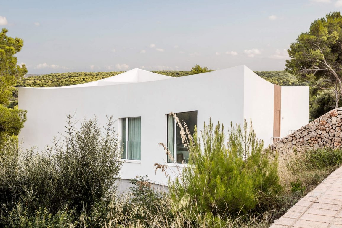 nomo studio curved house menorca spain architecture residential dezeen hero 1