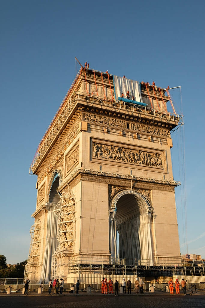Christo Arc de Triomphe 05 683x1024 1
