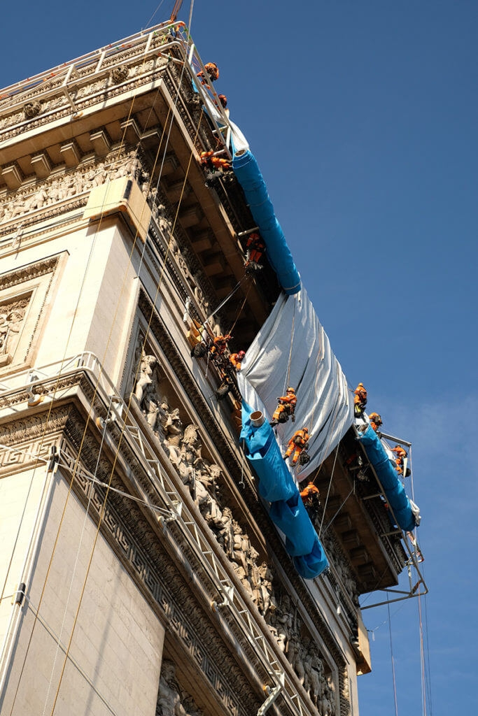 Christo Arc de Triomphe 07 683x1024 1