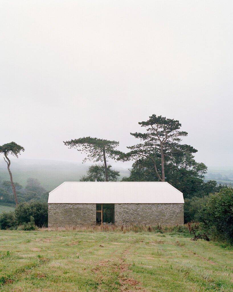 redhill barn by type designboom 01