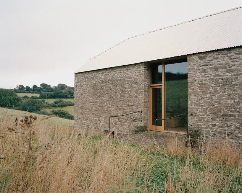 redhill barn by type designboom 09
